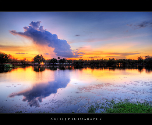 sunset reflection water clouds photoshop canon landscape cambodia cs2 dusk tripod wideangle angkorwat 1020mm siemreap hdr artie angkorvat 3xp sigmalens photomatix tonemapping tonemap 400d rebelxti