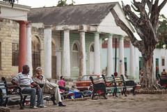 Holguineros en la plaza
