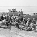 "Personnel of the Royal Canadian Army Medical Corps treating ""casualties"" during the final rehearsal for Operation JUBILEE, the raid on Dieppe. England, August 1942.  / Personnel du Corps de santé royal canadien traitant des ""blessés"" lors d"