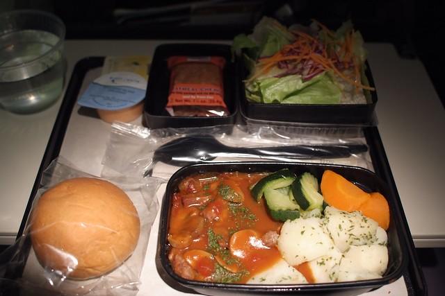 United 852 NRT-SFO in-flight meal #1