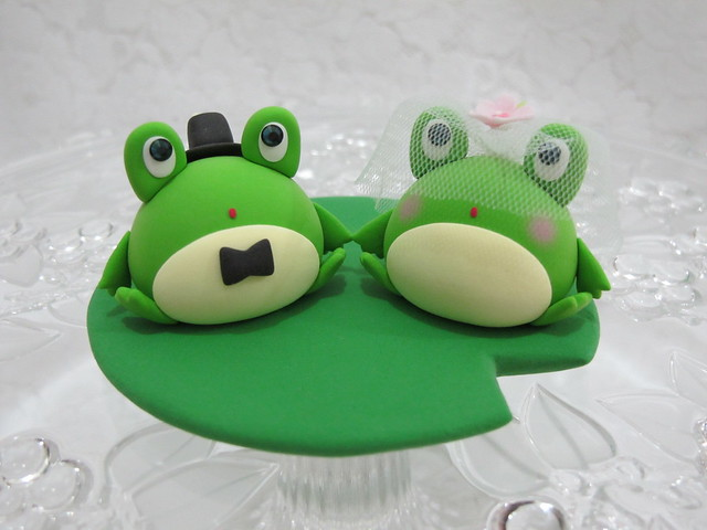 frog wedding cake toppers lovely frogs cake topper flickr photo 14499