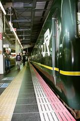 escalator(0.0), train station(1.0), metropolitan area(1.0), train(1.0), transport(1.0), public transport(1.0), light(1.0), metro station(1.0), rapid transit(1.0),