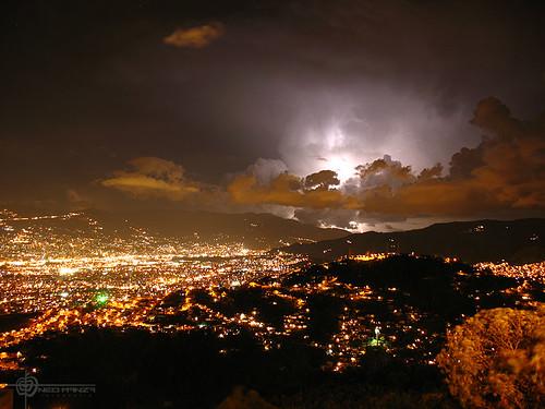 Una noche tormentosa en Medellín