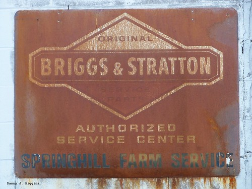 Old Briggs & Stratton Sign. 106_0093