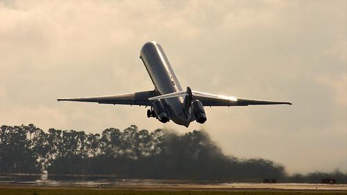 Austral Líneas Aéreas - McDonnell Douglas MD-83 (LV-BHN)