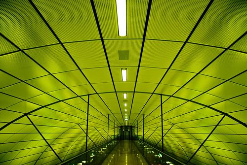 abstract green lines architecture underground airport publictransportation geometry curves hamburg architektur s1 grün flughafen sbahn nonluoghi geometrie nonplace linien nonlieux difridi