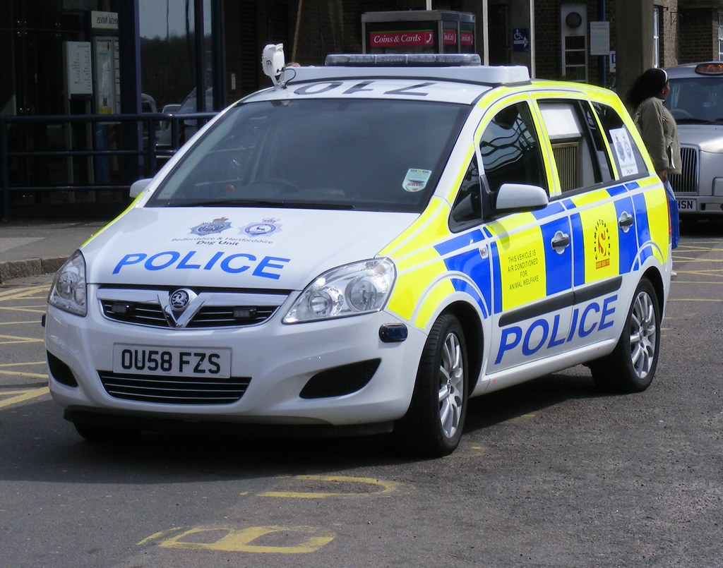 Bedfordshire Police . OU58FZS . Luton Station . 06th-April-2010