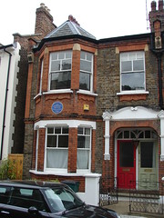 Photo of D. H. Lawrence blue plaque