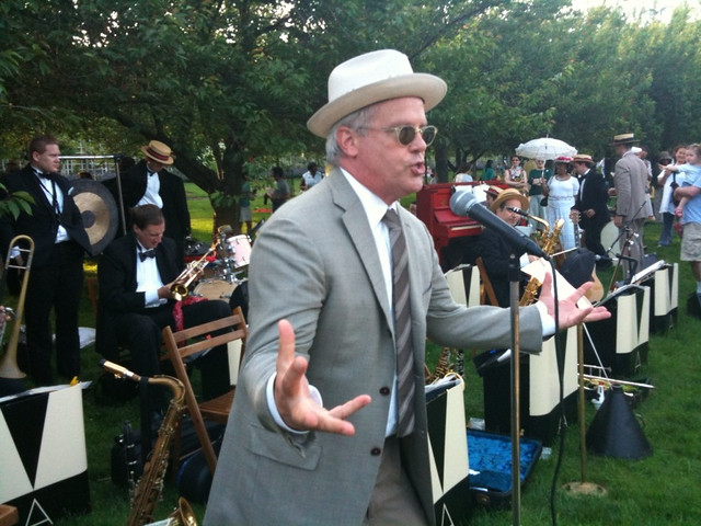 BBG president Scot Medbury gets the crowd going at the Members' Centennial Evening. Photo by Joshua Casey.