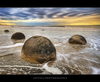 Moeraki Boulders, Koekohe Beach, New Zealand :: HDR