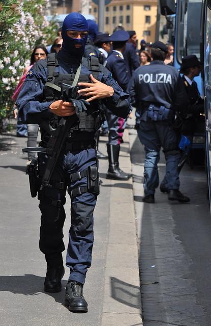 Polizia di stato a gallery on flickr for Polizia di stato roma permesso di soggiorno