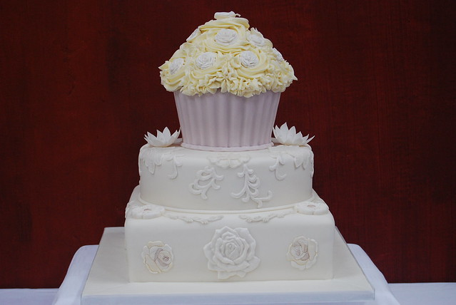 Wedding Cake Amp Giant Cupcake