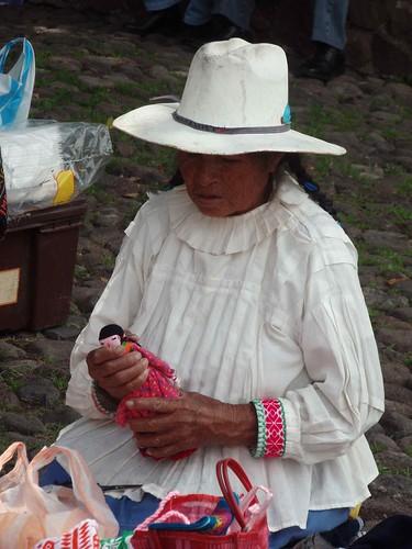 Mujer Mazahua en la feria de Tepotzotlán - Vendor at Tepotzotlan's Fair; Tepotzotlán, Mexico
