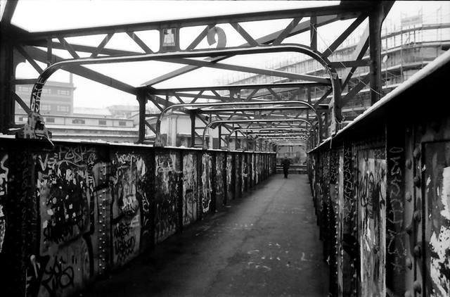 Ponte pedonale di porta genova 2 milano stazione f s - Carabinieri porta genova milano ...