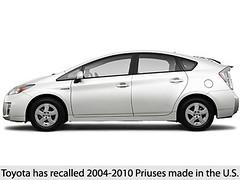 automobile(1.0), automotive exterior(1.0), toyota(1.0), vehicle(1.0), bumper(1.0), toyota prius(1.0), land vehicle(1.0), hatchback(1.0),