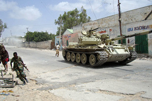 Pro-government tank in Somalia patrol the streets as the U.S.-backed regime in Mogadishu attempts to crush the resistance movement. The Obama administration has pledged to conduct aerial bombings of the country in the near future. by Pan-African News Wire File Photos
