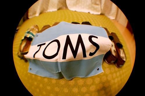 你也開始穿 TOMS 鞋子了嗎?你知道為什麼你這麼愛 TOMS 嗎?