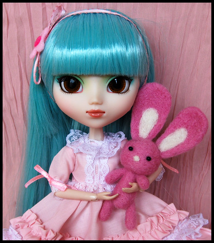 Pullip & pink bunny by * ~ Lucidique ~ *