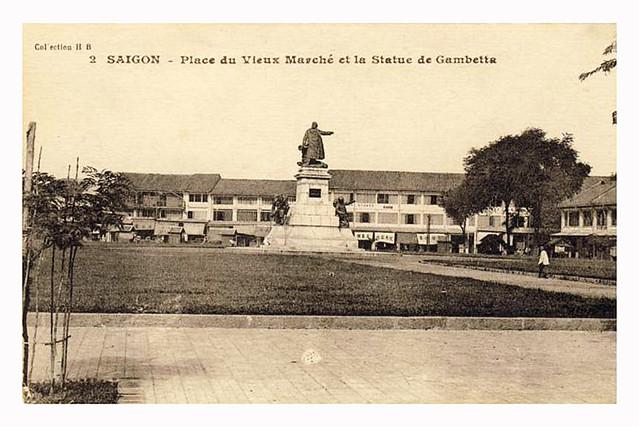 Saigon - Place du Vieux Marché et la Statue de Gambetta