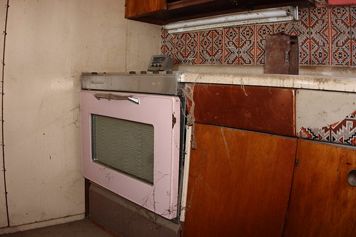 Frigidaire electric range vintage for Frigidaire armoire