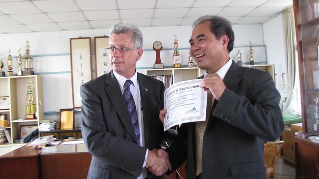 2010年5月份-金色山莊安排Hauraki市長訪口湖國中