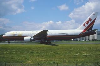 144ct - TWA Boeing 767-3Y0ER; N638TW@CDG;10.08.2001