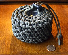 The world 39 s best photos of paracord and pouch flickr for How to make a paracord utility pouch
