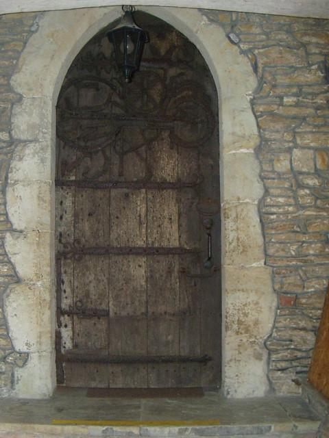 DSCN8395 1000 year old door