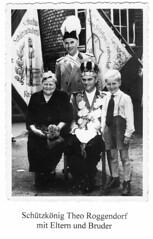 1956 Königin Elisabeth Roggendorf, König Theo Roggendorf, Bruder Heinz Roggendorf und Vater Heinrich Roggendorf,  SW081