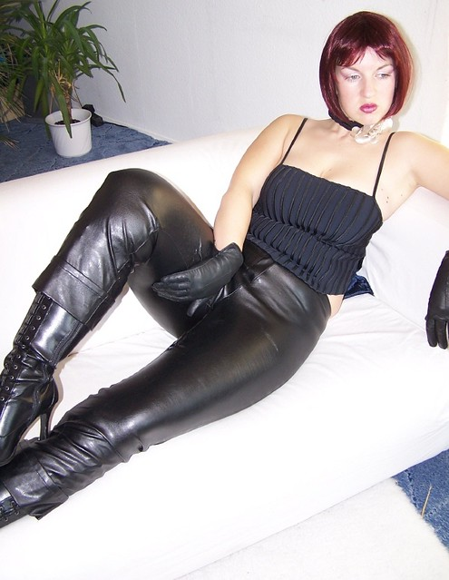 Mature milf in leather