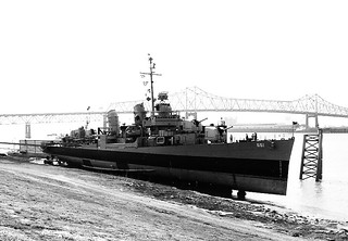 Hình ảnh của USS Kidd. blackandwhite bw white black film blackwhite louisiana ship navy destroyer batonrouge mississippiriver worldwar2 usskidd wilkinsonbridge pontist