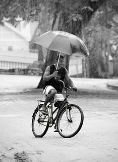 Pedalando na Chuva [Cycling in the Rain]