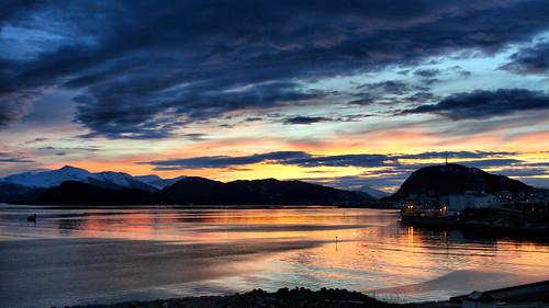 sea clouds sunrise fjord fishingboat ålesund aalesund aksla larigan valderøyfjord phamilton