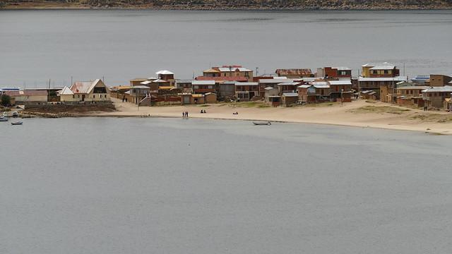 ein Dorf im Titicacasee