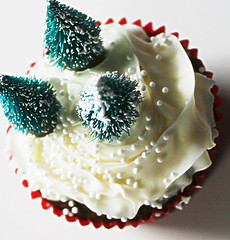Martha Stewart's Gingerbread Cupcakes without Cookie Cutouts