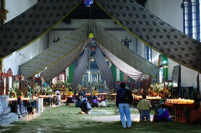 4261349534 7d580e1ddd z День 46. Посещение деревни Чамула, ритуалов с жертвоприношениями в католическом храме со священной Coca Cola