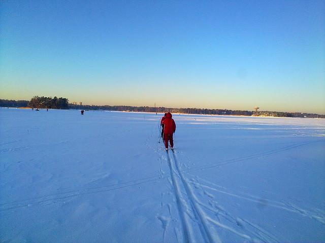 Esquiando sobre el mar congelado