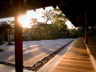 I think I had better leave here soon (Kennin-ji temple, Kyoto)