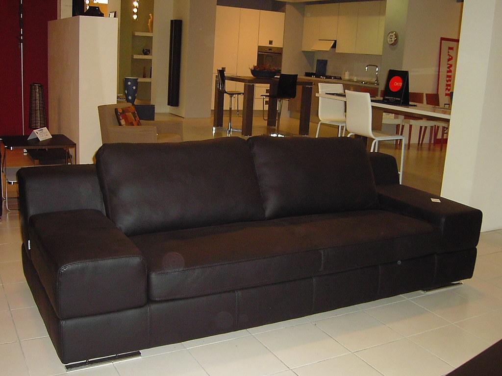 Divano lounge ditre italia divano in pelle lounge ditre for Arredamenti guardamiglio