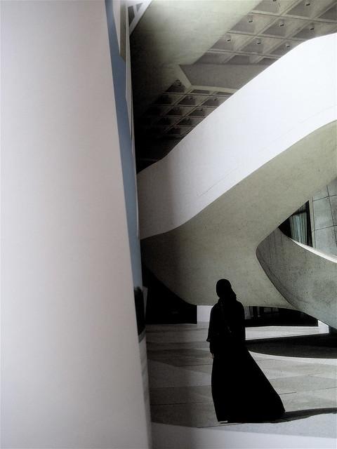 """Soliloquy Series"", 2000 © Shirin Neshat, Seite 124-125"