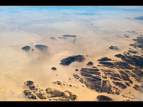 outcrop airplane algeria nikon desert desierto nikkor airborne avión d3 dz tamanrasset saharadesert 2470mmf28g tamanrassetprovince klm597