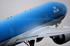 """Vortex and Vapour on KLM Boeing 777 (PH-BQI) """"Iguazu Falls"""""""