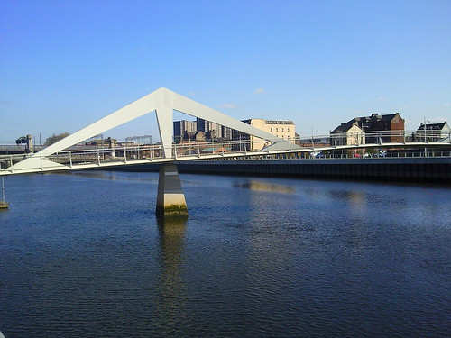 Pedestrian bridge over River Clyde, Glasgow