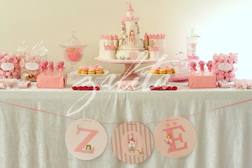 princess Zoe's cake table by {zalita}