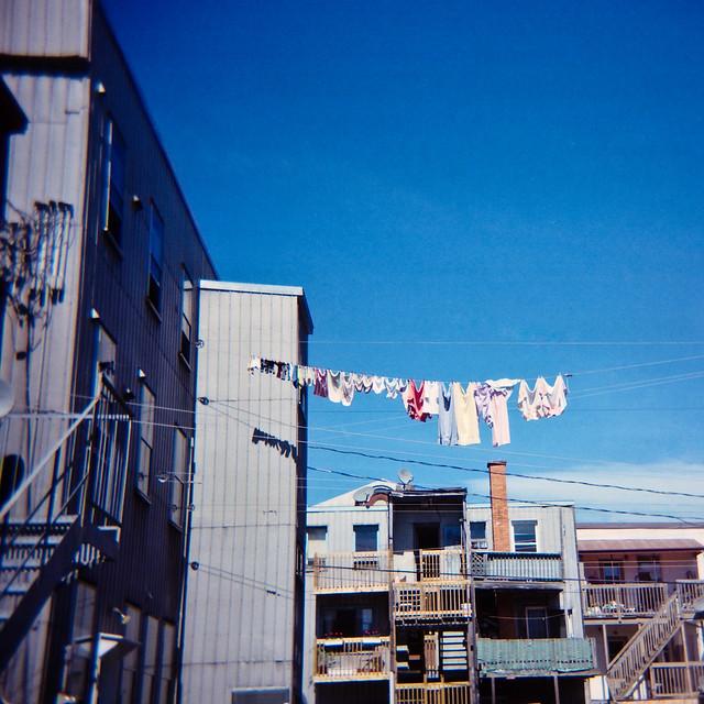 Holga habite un quartier ordinaire