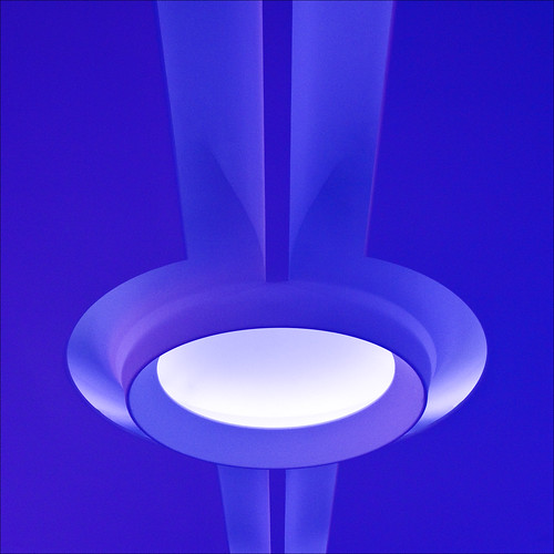 blue light london lamp ceiling normanfoster canarywharf lightfixture barbera cesarpelli citigroupcentre jibbr 7243c