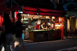 תמונה של Amerika-Mura. street japan nightshot pentax osaka namba amerikamura takoyaki k7