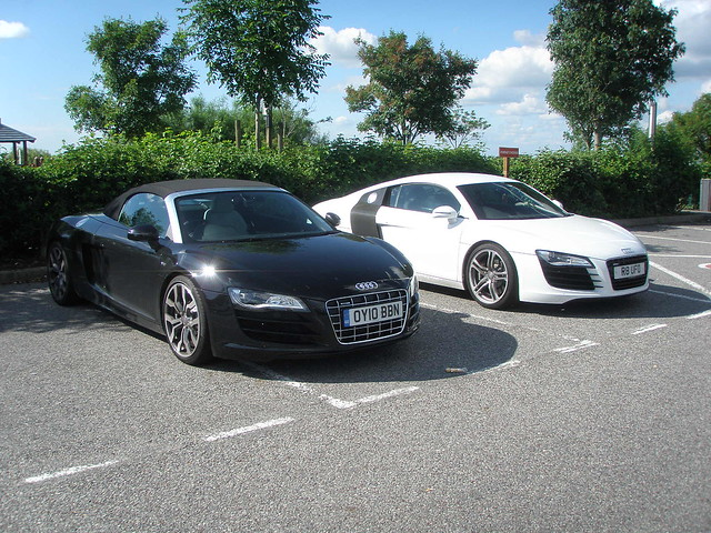 audi r8 noire et blanche flickr photo sharing. Black Bedroom Furniture Sets. Home Design Ideas