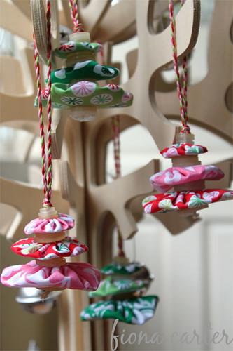 fabric yo-yos christmas tree decorations