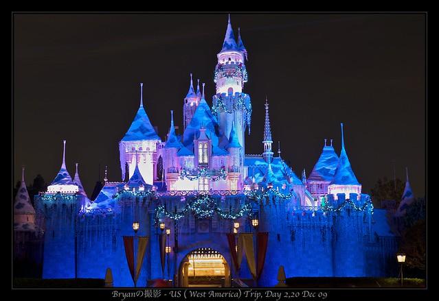 Disneyland Castle At Night Disneyland LA, USA - C...